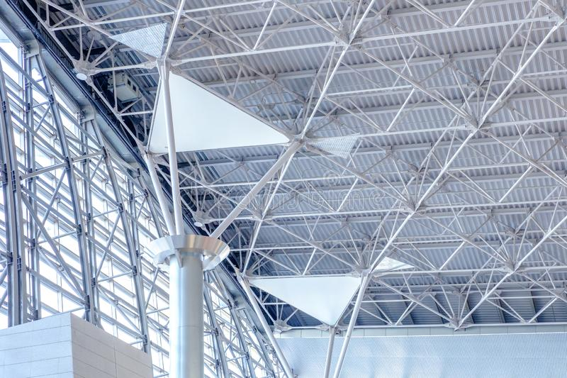 Costruzione moderna del modello della costruzione metallica del dettaglio di architettura fotografie stock