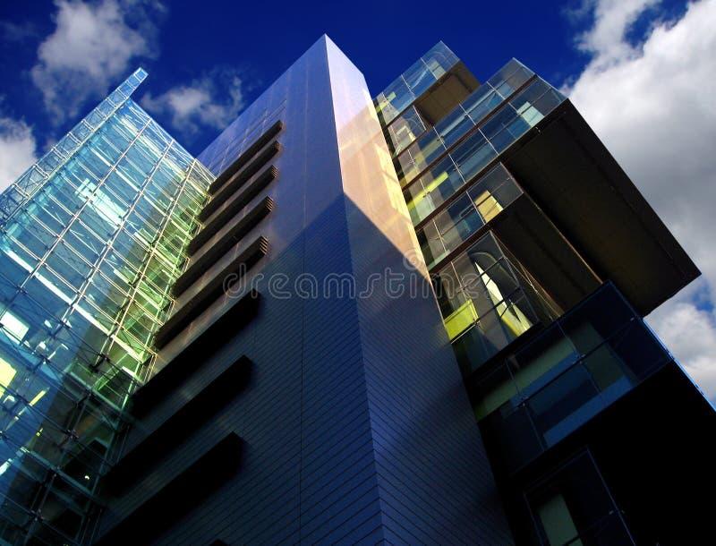 Costruzione moderna della corte, Manchester, Regno Unito immagine stock