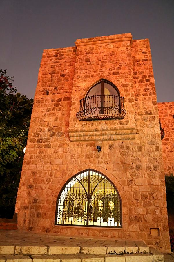 Costruzione nella vecchia città di pietra Giaffa a Tel Aviv alla notte, Israele immagine stock libera da diritti