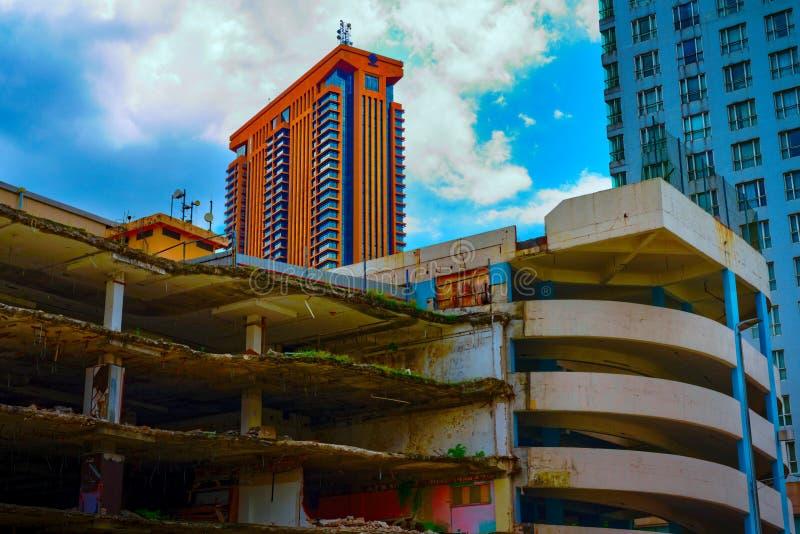 Costruzione parzialmente demolita nel bukit Bintang di Kuala Lumpur fotografia stock