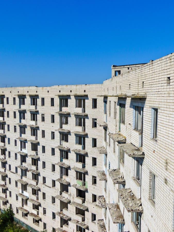 Costruzione a più piani abbandonata in Ucraina fotografia stock libera da diritti