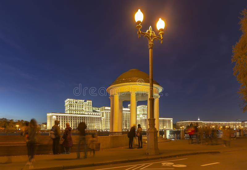 Costruzione principale del Ministero della difesa della Federazione Russa Minoboron e del fiume di Moskva Mosca, Russia immagini stock