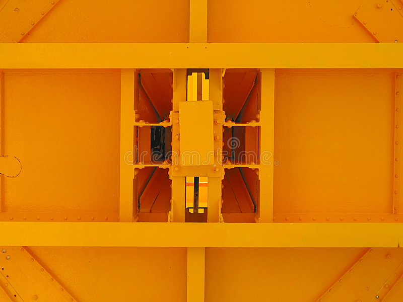 Costruzione rettangolare gialla. immagini stock