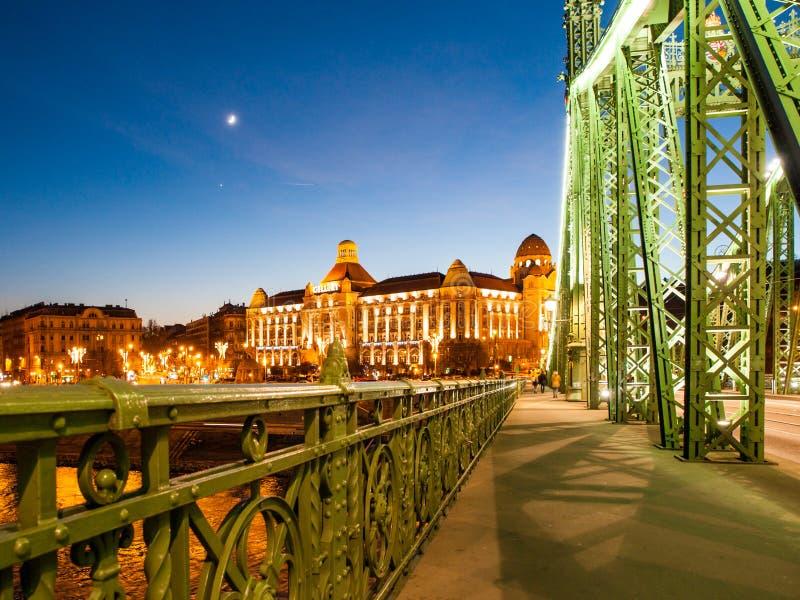 Costruzione storica di Art Nouveau della stazione termale di Gellert sulla riva di Danubio a Budapest, Ungheria immagine stock libera da diritti
