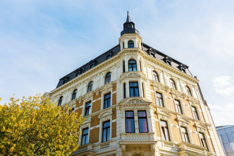 Costruzione storica nel centro urbano di Aquisgrana, Germania immagini stock