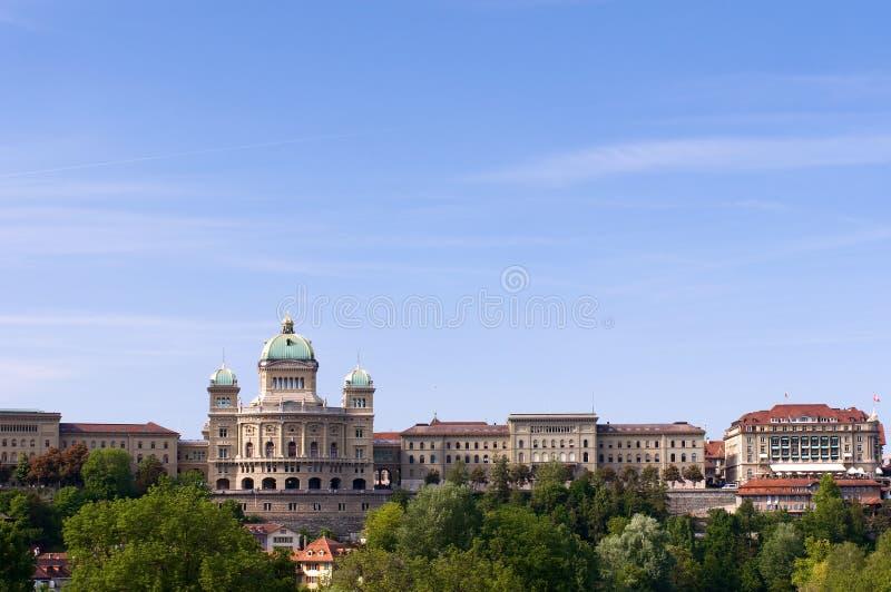 Costruzione svizzera di governo in estate fotografia stock
