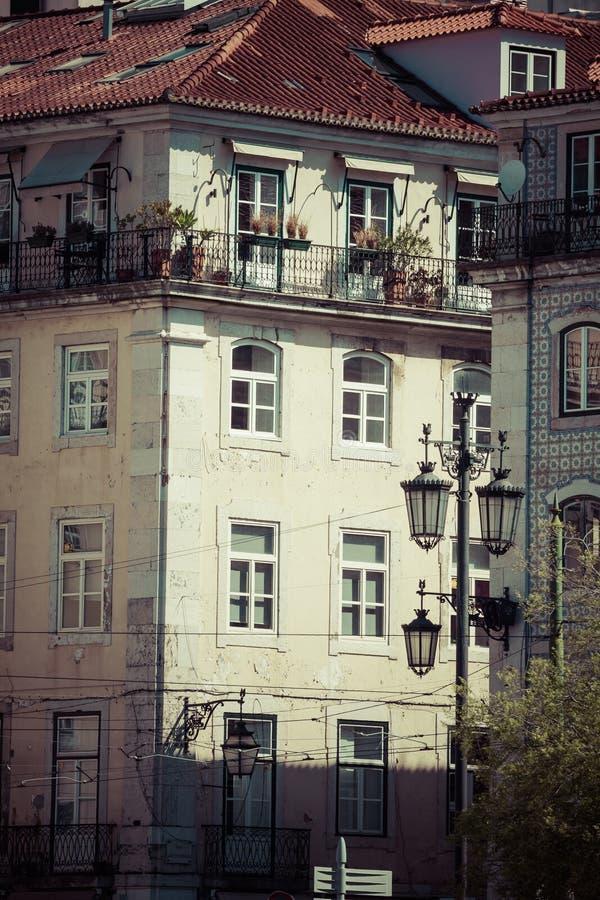 Costruzione tipica il centro di Lisbona, Portogallo fotografia stock libera da diritti