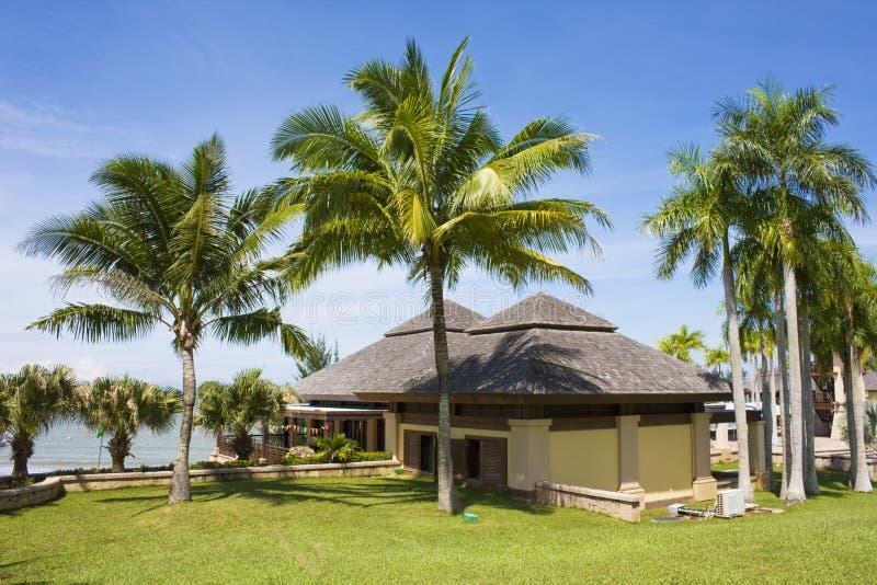Costruzione tropicale della stazione balneare, Brunei immagini stock libere da diritti