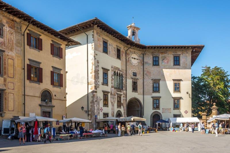 Costruzioni al quadrato dei cavalieri a Pisa fotografie stock libere da diritti