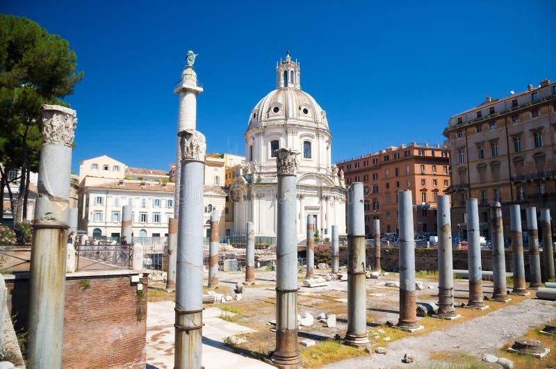 Costruzioni antiche sulla tribuna di Roma immagini stock