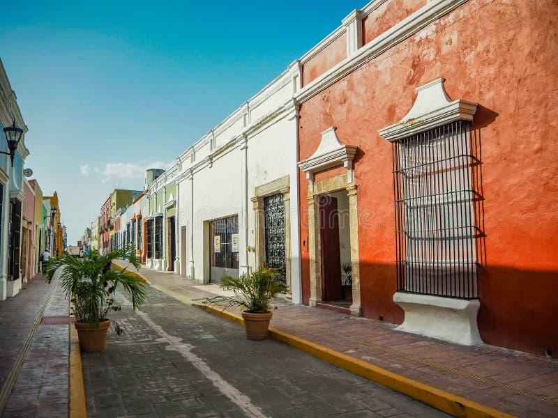 Costruzioni coloniali spagnole di stile nel Messico fotografia stock