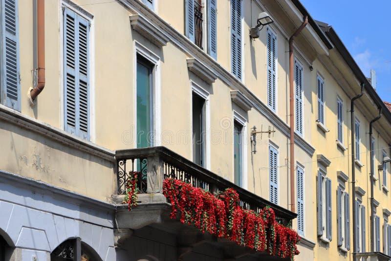 Costruzioni colorate storiche nella città della città di Monza in Italia immagine stock