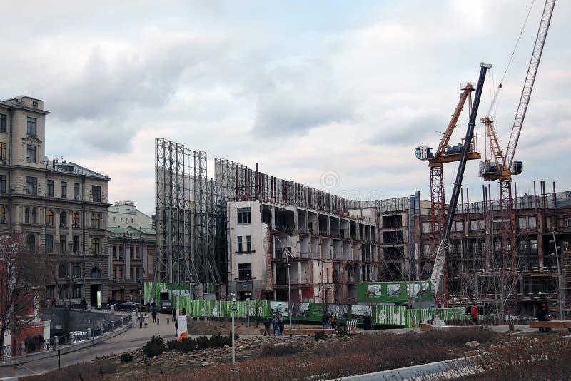 Costruzioni in costruzione nel centro urbano di Mosca immagini stock libere da diritti