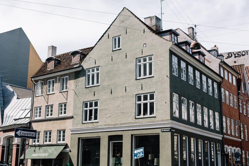 Costruzioni danesi tradizionali a Copenhaghen fotografia stock