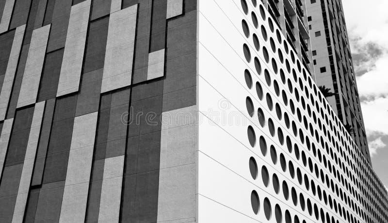 Costruzioni del centro in bianco e nero fotografie stock