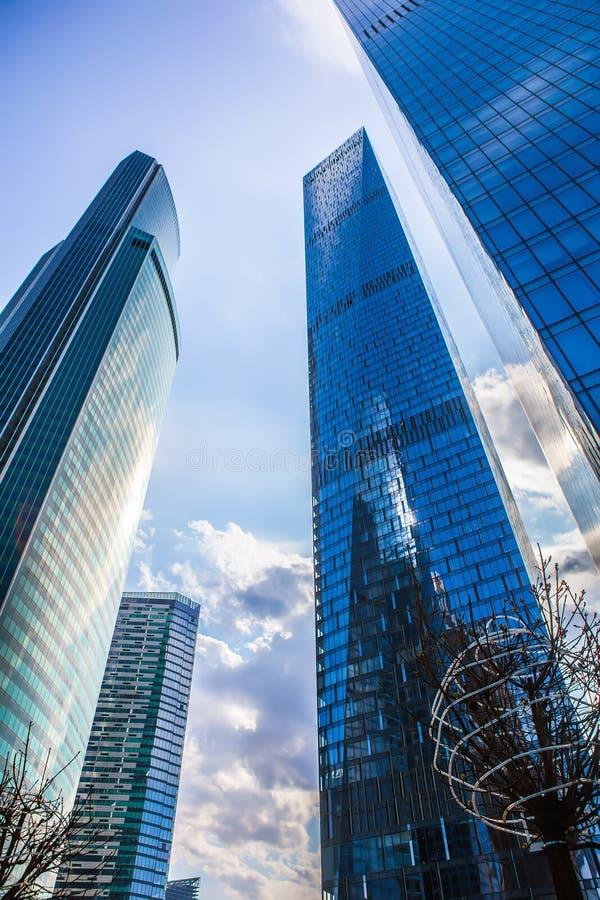 Download Costruzioni Del Centro Di Affari Moderno Immagine Stock - Immagine di commercio, costruzione: 117977983