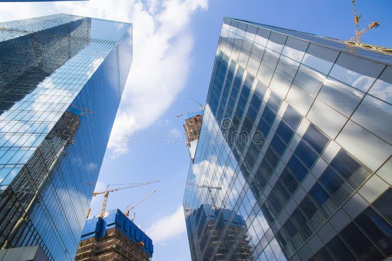 Download Costruzioni Del Centro Di Affari Moderno Fotografia Stock - Immagine di centro, metallo: 117977992