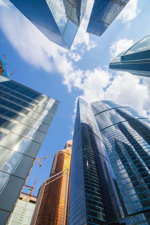 Download Costruzioni Del Centro Di Affari Moderno Immagine Stock - Immagine di moderno, disegno: 117978001