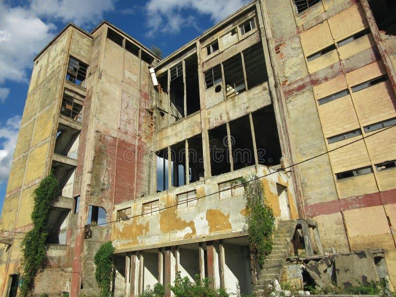 Costruzioni delle industrie rotte ed abbandonate in città di Banja Luka - 6 immagini stock libere da diritti