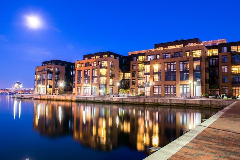 Costruzioni di appartamento nell'area interna del porto a Baltimora, Maryland fotografia stock libera da diritti
