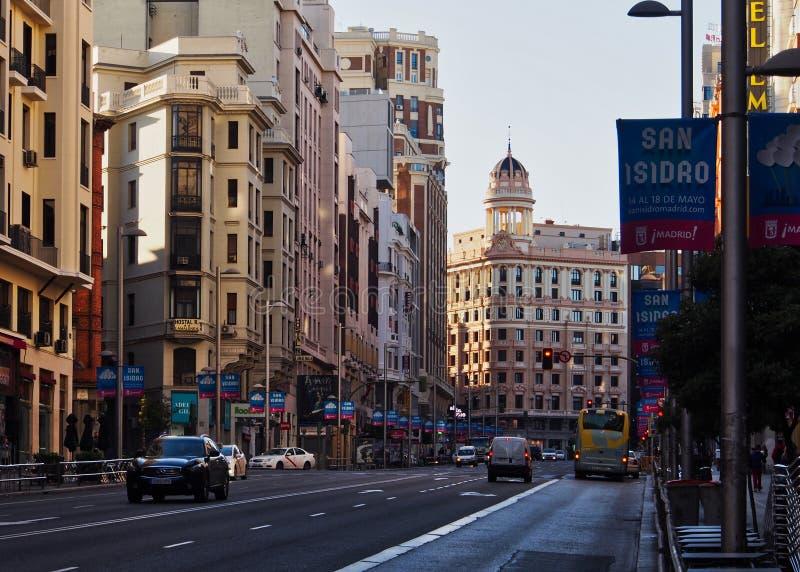 Costruzioni di appartamento storiche, il grande via, Madrid, Spagna fotografia stock