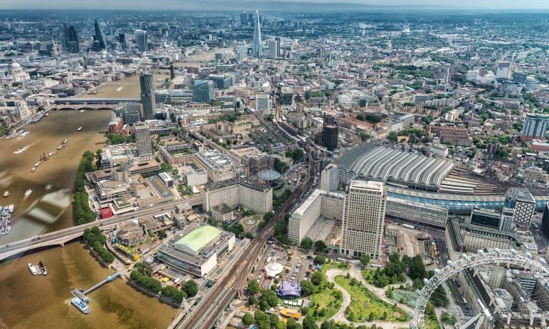 Download Costruzioni Di Londra Lungo Il Tamigi Come Visto Dall'elicottero Fotografia Editoriale - Immagine di paesaggio, fiume: 56876972