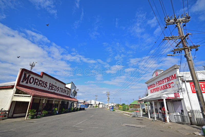 Costruzioni di Morris Hedstrom da entrambi i lati della strada a Levuka, isola di Ovalau, Figi immagine stock libera da diritti