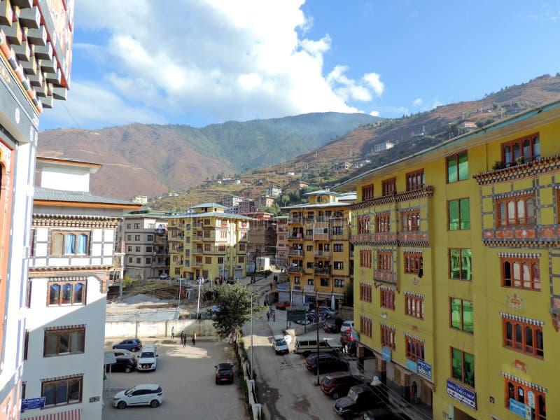Costruzioni di stile tradizionale a Thimphu, Bhutan fotografie stock libere da diritti