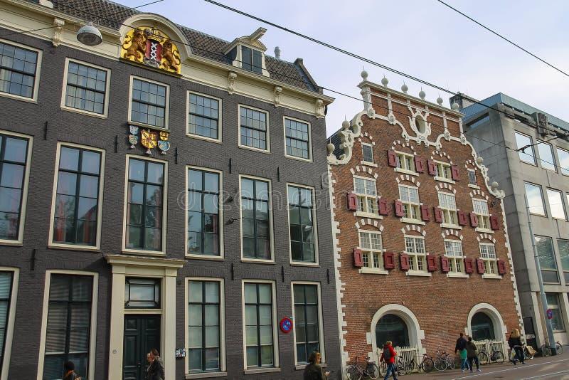 Costruzioni di vecchio stile in centro storico di Amsterdam immagini stock
