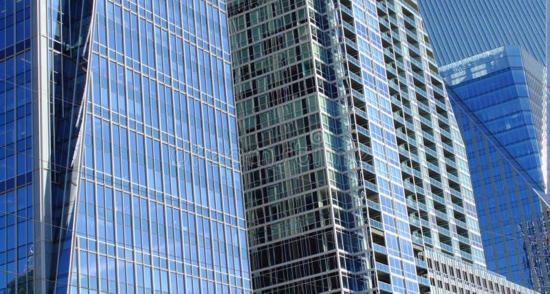 Costruzioni di vetro nella città. immagini stock