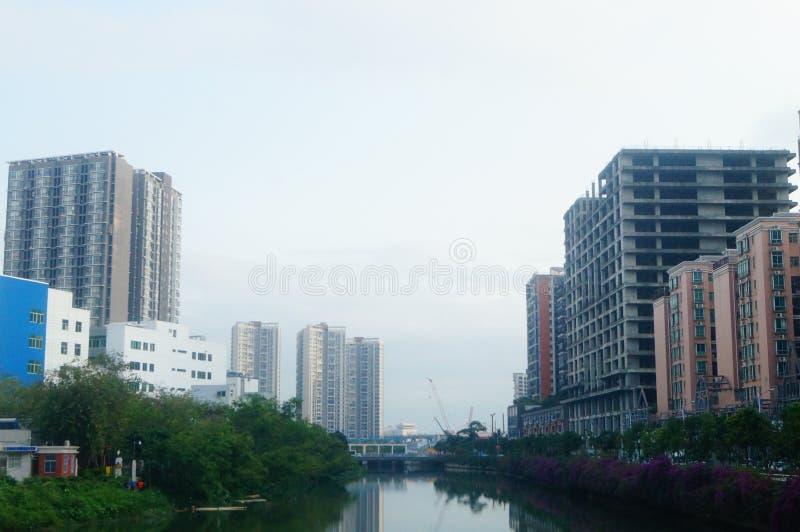 Costruzioni e impianti industriali e paesaggio moderni degli edifici per uffici immagine stock