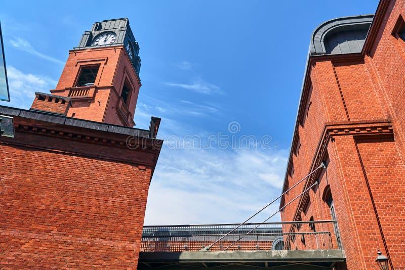 Costruzioni e torre di orologio di vecchia fabbrica di birra fotografia stock libera da diritti