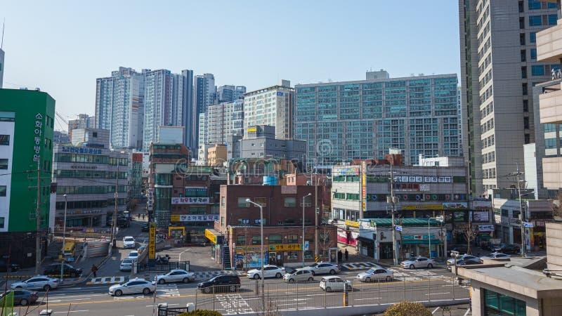 Costruzioni e traffico delle vie a Seoul immagini stock libere da diritti