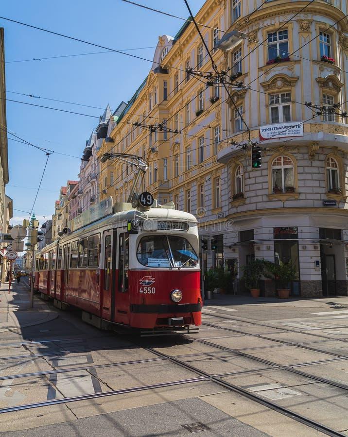 Costruzioni e tram a Vienna fotografia stock libera da diritti