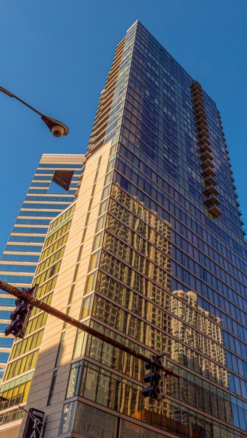 Costruzioni moderne in Chicago - CHICAGO, U.S.A. - 12 GIUGNO 2019 fotografia stock libera da diritti