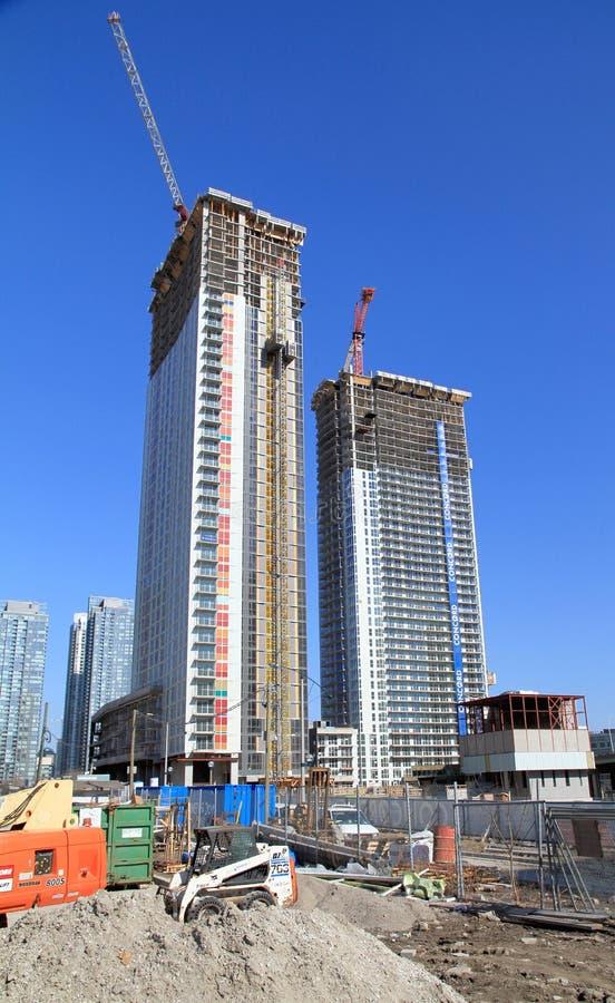 Costruzioni moderne in costruzione immagine stock libera da diritti
