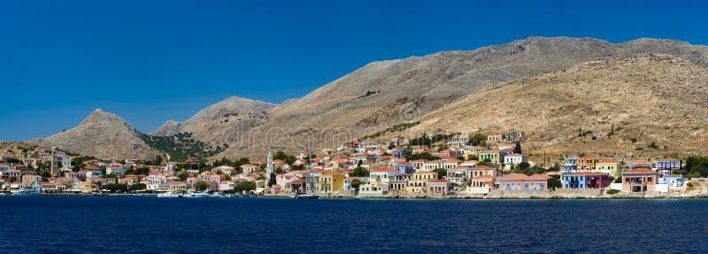 Costruzioni multicolori dell'isola di Halki (Chalki) fotografie stock libere da diritti