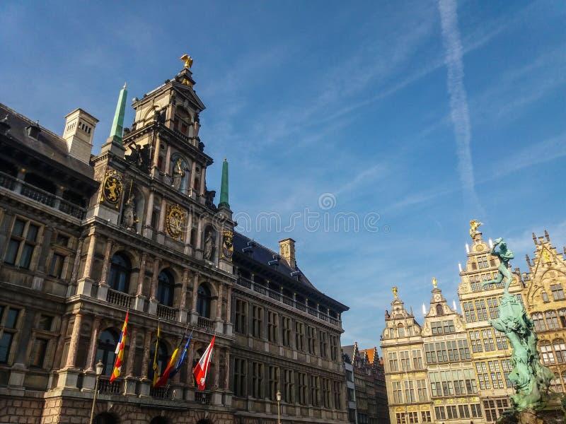Costruzioni nel centro di Anversa, Belgio fotografie stock