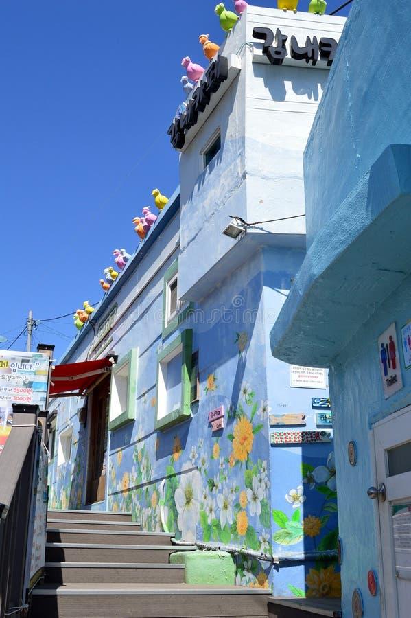 Costruzioni originali e variopinte a Pusan, Corea del Sud immagini stock