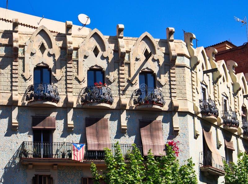 Costruzioni storiche di appartamento della pietra e dello stucco, Barcellona, Catalogna, Spagna immagini stock libere da diritti