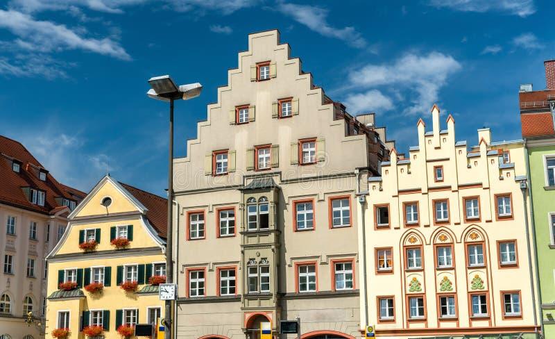 Costruzioni sul quadrato di Arnulfsplatz in Città Vecchia di Regensburg, Germania fotografia stock