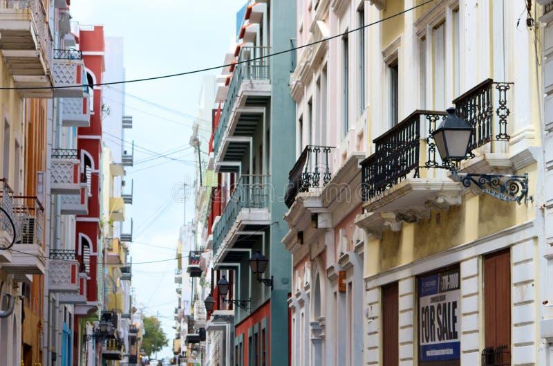 Costruzioni variopinte in Città Vecchia, San Juan, Porto Rico fotografia stock libera da diritti