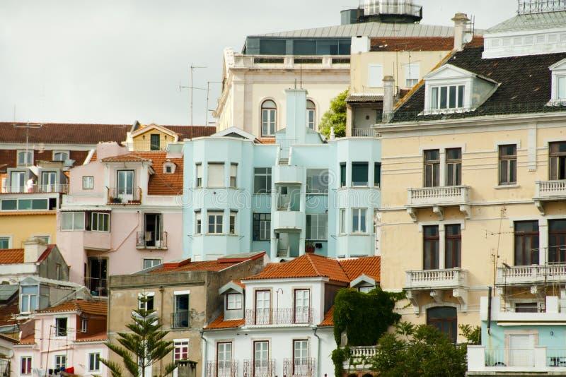 Costruzioni variopinte della città - Lisbona - Portogallo fotografia stock libera da diritti