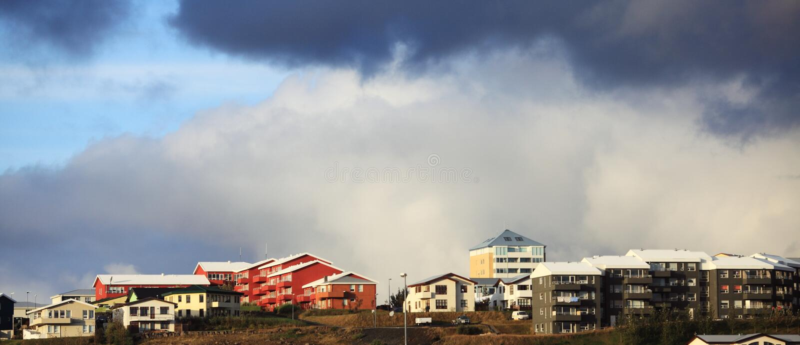 Costruzioni variopinte a Reykjavik immagine stock libera da diritti