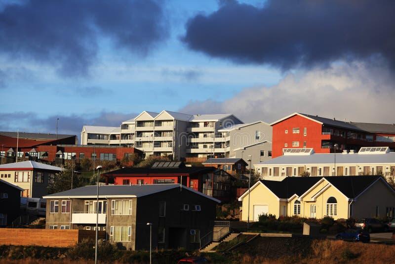 Costruzioni variopinte a Reykjavik fotografia stock
