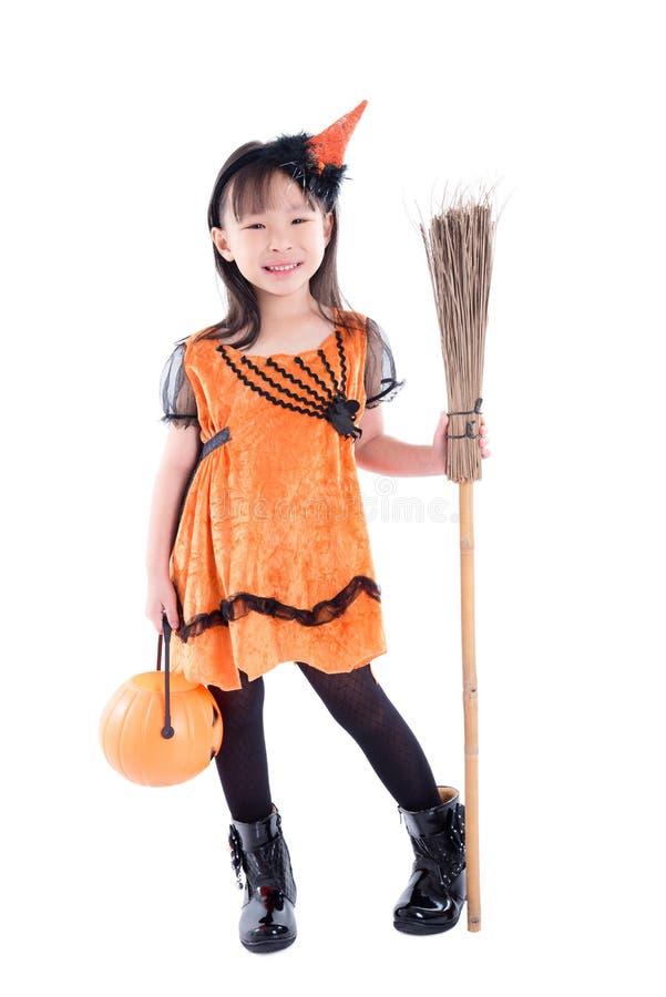 Costume d'uso di Halloween della strega della bambina immagine stock