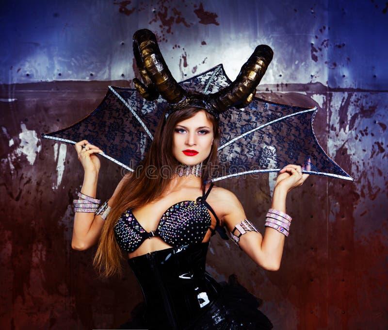 Costume d'uso di modello di Halloween di cuoio e dei corni immagine stock libera da diritti
