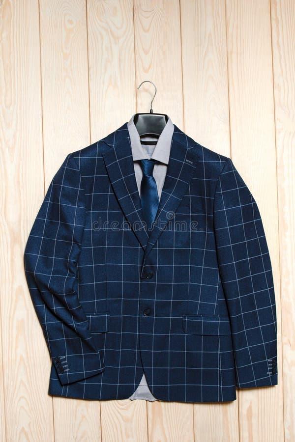 Costume de bleu des affaires des hommes élégants photos stock
