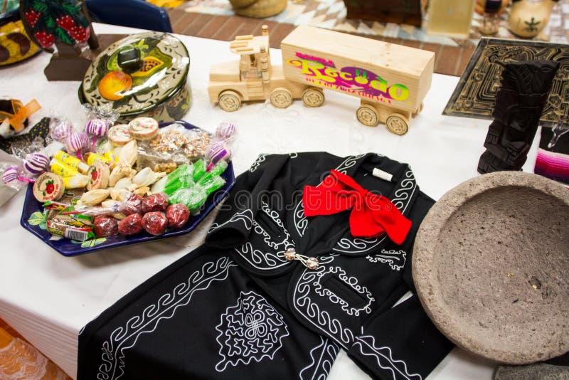 Costume messicano ed oggetti tradizionali immagini stock
