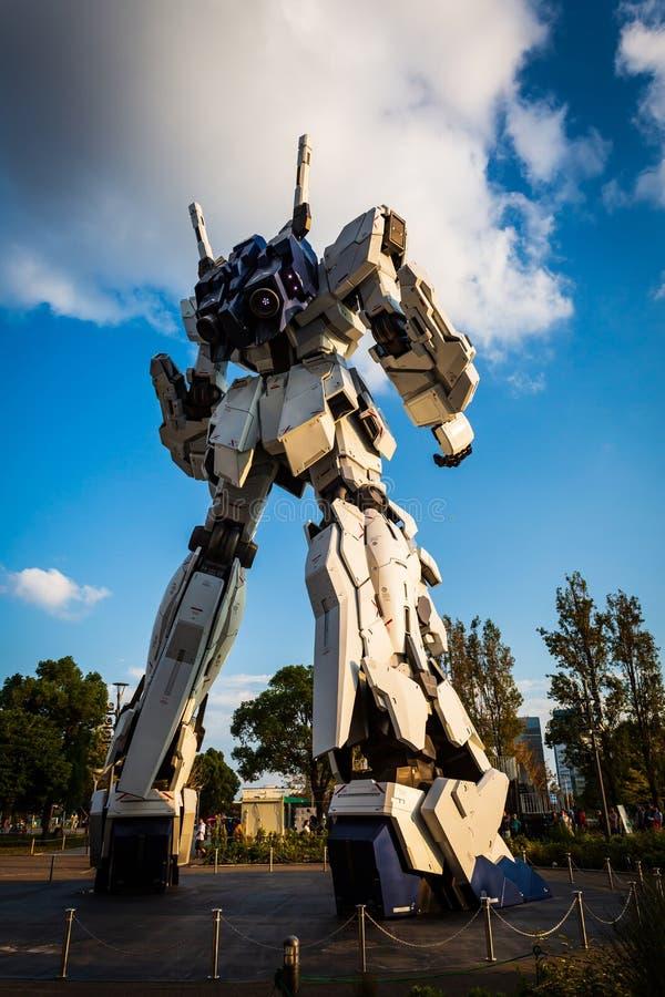Costume mobile normal RX-0 Unicorn Gundam Performances à la plaza Tokyo, Odaiba, Tokyo, Japon de City de plongeur image libre de droits